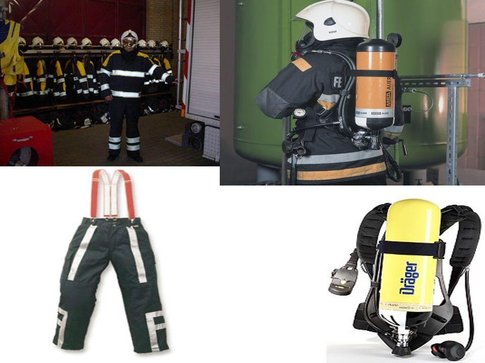 Altijd met z'n tweeën • Dankzij de goede uitrusting en apparatuur kunnen brandweermensen ruimten in gaan die onder rook staan.
