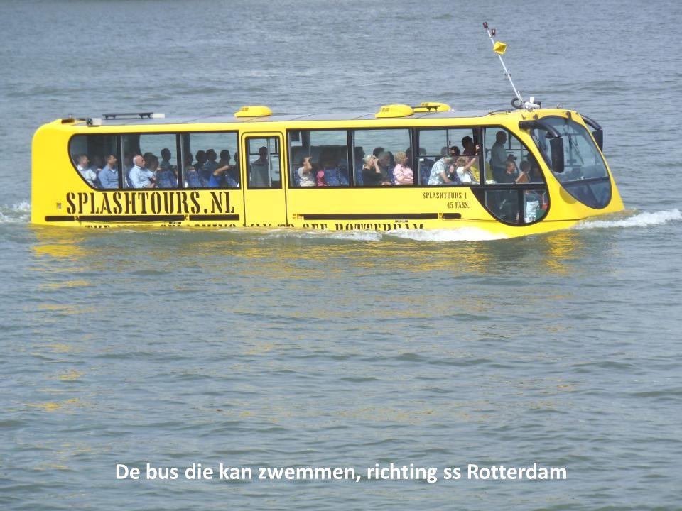 De bus die kan zwemmen, richting ss Rotterdam