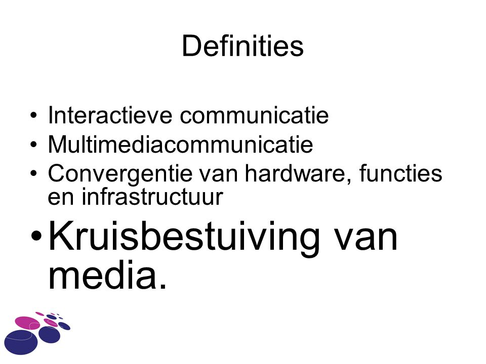 Cross Media theater, film, televisie, radio, print, internet, games, mobiele devices en live-events overkoepelende boodschapkruisbestuiving van verschillende media zoals theater, film, televisie, radio, print, internet, games, mobiele devices en live-events, waarbij de verschillende media informatie communiceren, die deel uitmaken van een overkoepelende boodschap.