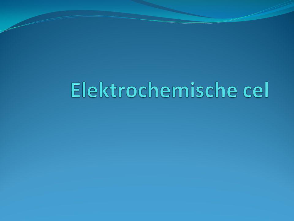 Elektronenoverdracht Bij een redoxreactie vindt elektronenoverdracht plaats tussen de reductor en de oxidator Verplaatsing van elektronen = energie Ruimtes waarin de elektronen geproduceerd worden en opgenomen worden scheiden  elektronen door een draadje  opwekking van stroom