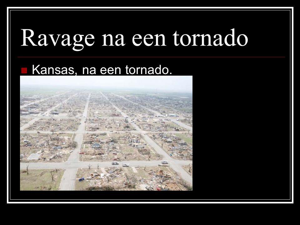 Verschil Hurricanes- Tornado's Hurricane 1.Superstorm, ontstaat boven zeewater van >26ºC 2.