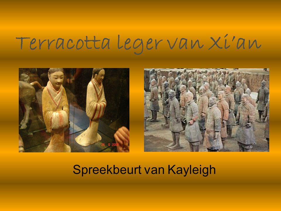 De eerste keizer van China Het terracotta leger is meer dan 2000 jaar geleden gemaakt om het graf van de eerste keizer van China.