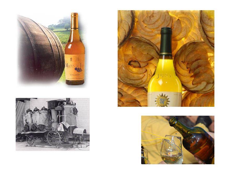 Vin de Paille likeurwijn dankzij de overrijping van de druiven Drogen op een op een bed van stro gedurende minimaal 6 weken tot 2 maanden Verliezen een deel van hun water en gaan dus vooral uit een suikerachtige oplossing bestaan =passerillage = 80 % van water verdwijnt wordt enkel verkocht in halve flessen of 37,5 cl is afkomstig uit een samenvoeging van de verschillende druivensoorten uit de Jura: Chardonnay, Savagnin en Poulsard