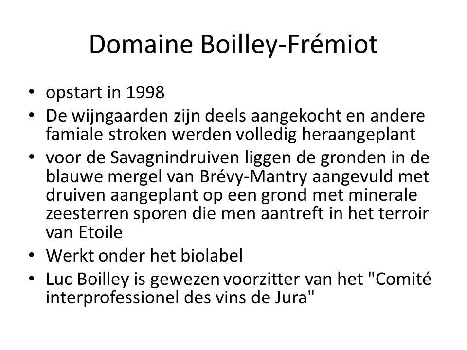 Domaine Boilley-Frémiot, Savagnin Tradition 2006 (sous voile) 100% Savagnin afkomstig van Arlay gevinifieerd in vaten van 228l, die niet worden bijgevuld Op fles getrokken na 18 en 24 maanden vatrijping op vaten van 228 liter