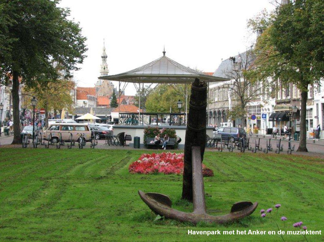Havenpark met het Anker en de muziektent