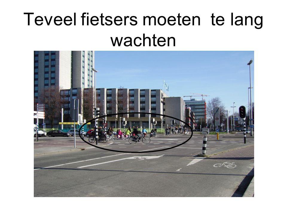Samenvatting Westplein Fietsroutes rood asfalteren Stoplichten fietsvriendelijker afstellen: 2* groen per cyclus, 3* mag ook.