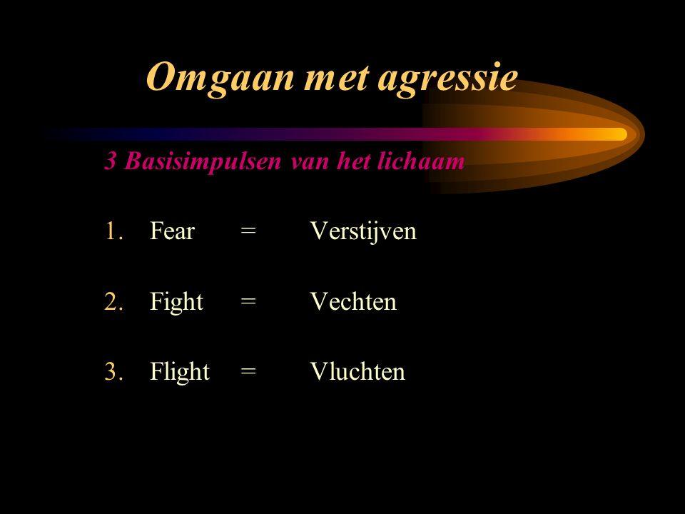 Omgaan met agressie 3 Basisimpulsen van het lichaam 1.Fear=Verstijven 2.Fight=Vechten 3.Flight=Vluchten
