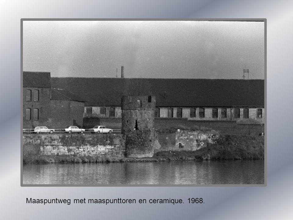 Maaspuntweg met maaspunttoren en ceramique. 1968.