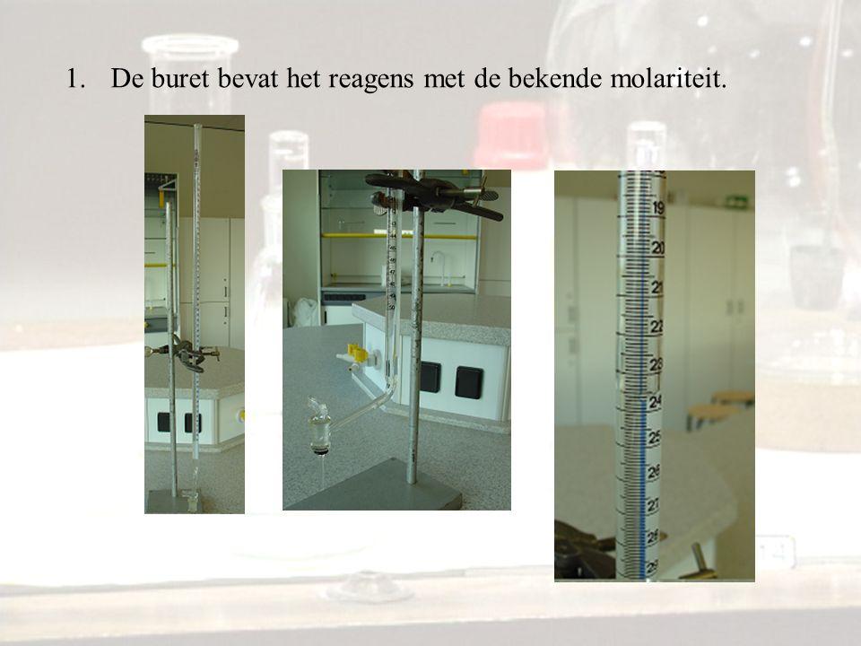 1. De buret bevat het reagens met de bekende molariteit.