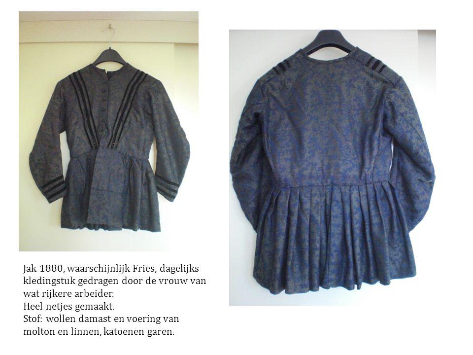 Jak 1880, waarschijnlijk Fries, dagelijks kledingstuk gedragen door de vrouw van wat rijkere arbeider.