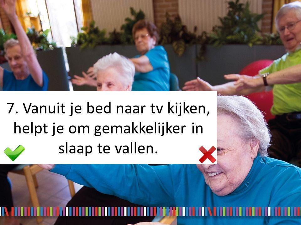 7. Vanuit je bed naar tv kijken, helpt je om gemakkelijker in slaap te vallen.