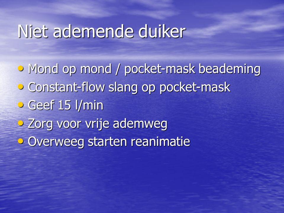 Niet ademende duiker Mond op mond / pocket-mask beademing