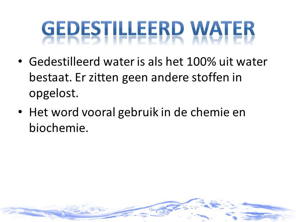 Gedestilleerd water Gedestilleerd water is als het 100% uit water bestaat. Er zitten geen andere stoffen in opgelost.