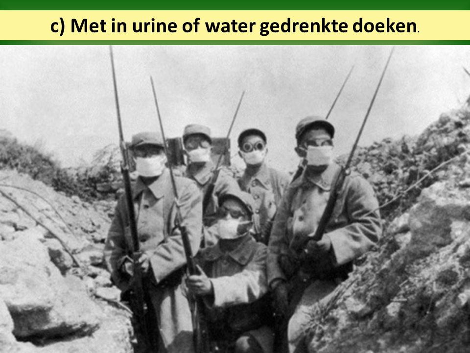 c) Met in urine of water gedrenkte doeken.