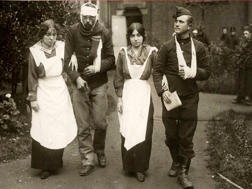 c) Het was de eerste keer dat vrouwen ook hun steentje bijdroegen in oorlogstijd.