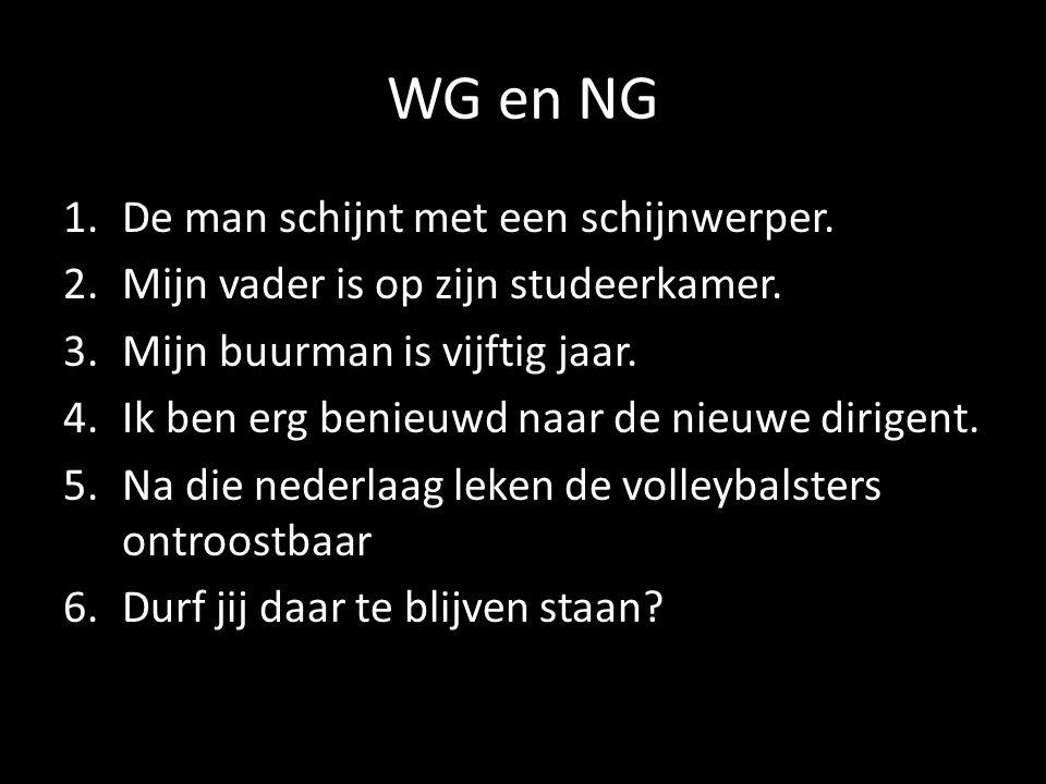 WG en NG De man schijnt met een schijnwerper.