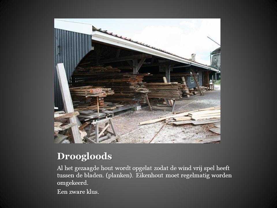 Droogloods Al het gezaagde hout wordt opgelat zodat de wind vrij spel heeft tussen de bladen. (planken). Eikenhout moet regelmatig worden omgekeerd.