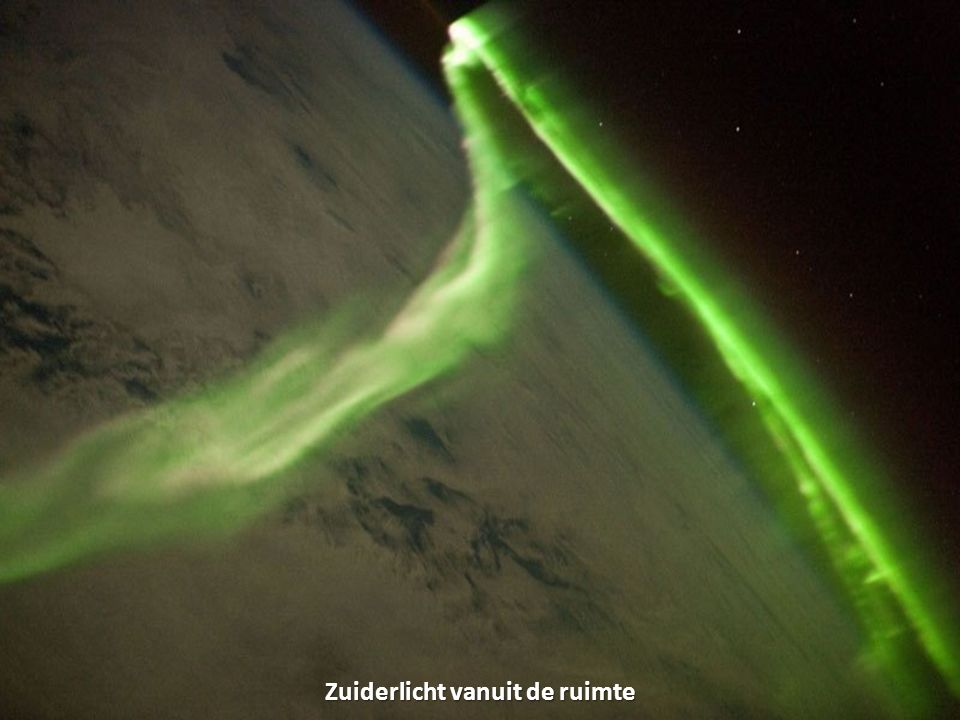 Zuiderlicht vanuit de ruimte