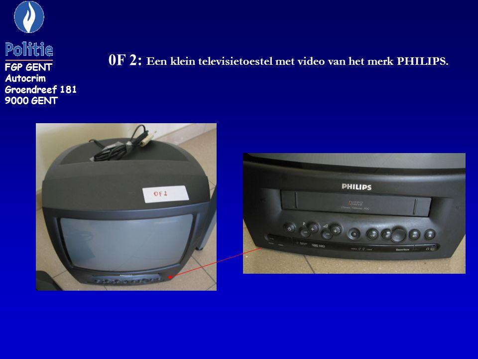 0F 2: Een klein televisietoestel met video van het merk PHILIPS.