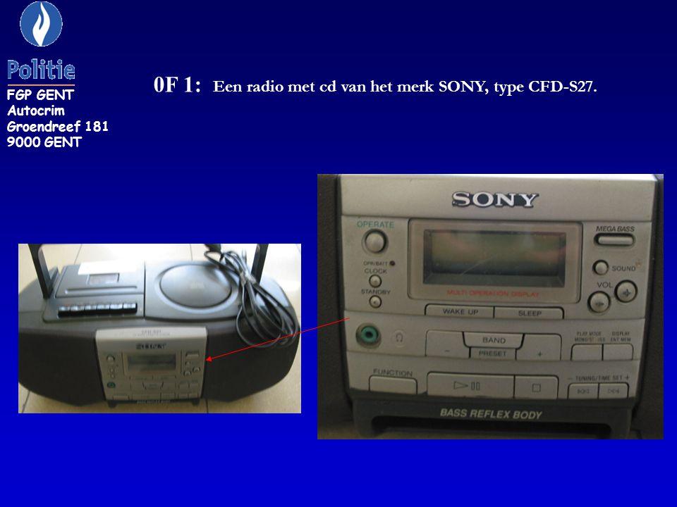 0F 1: Een radio met cd van het merk SONY, type CFD-S27.