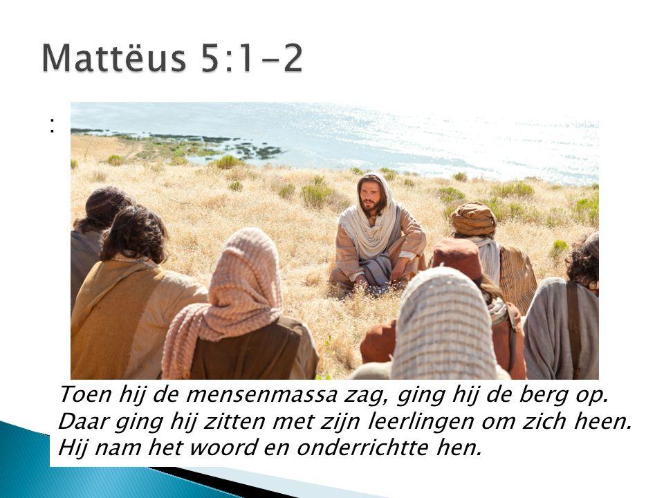 Mattëus 5:1-2 : Toen hij de mensenmassa zag, ging hij de berg op.