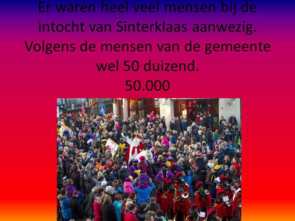 Er waren heel veel mensen bij de intocht van Sinterklaas aanwezig