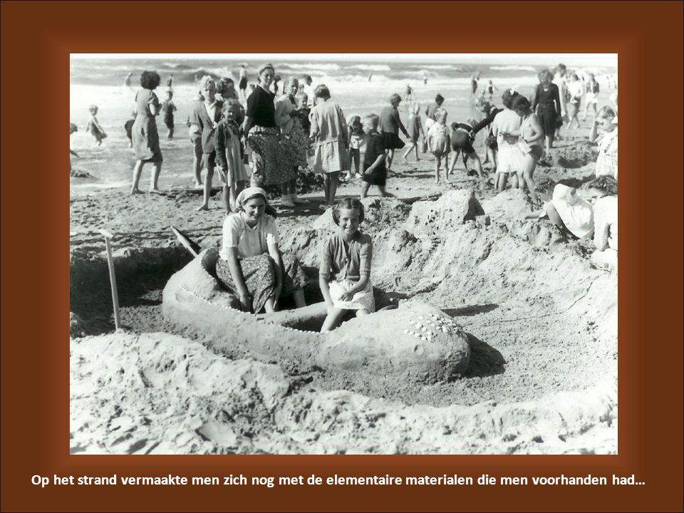 Op het strand vermaakte men zich nog met de elementaire materialen die men voorhanden had…