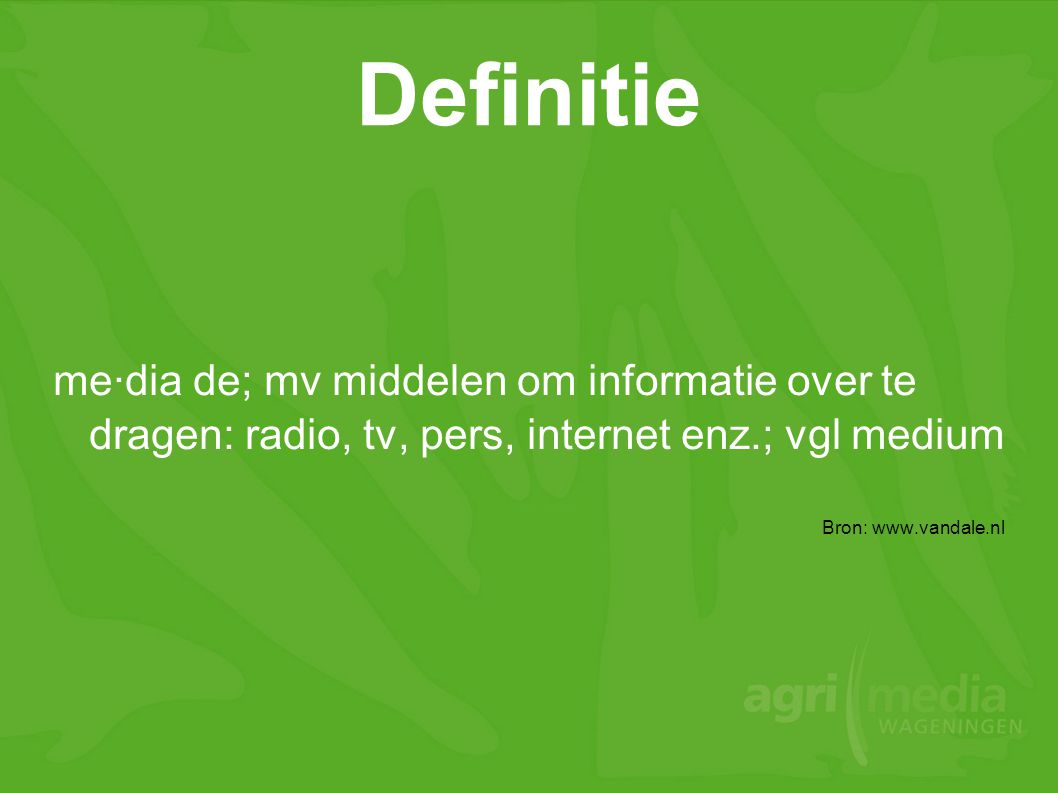 Definitie me·dia de; mv middelen om informatie over te dragen: radio, tv, pers, internet enz.; vgl medium.