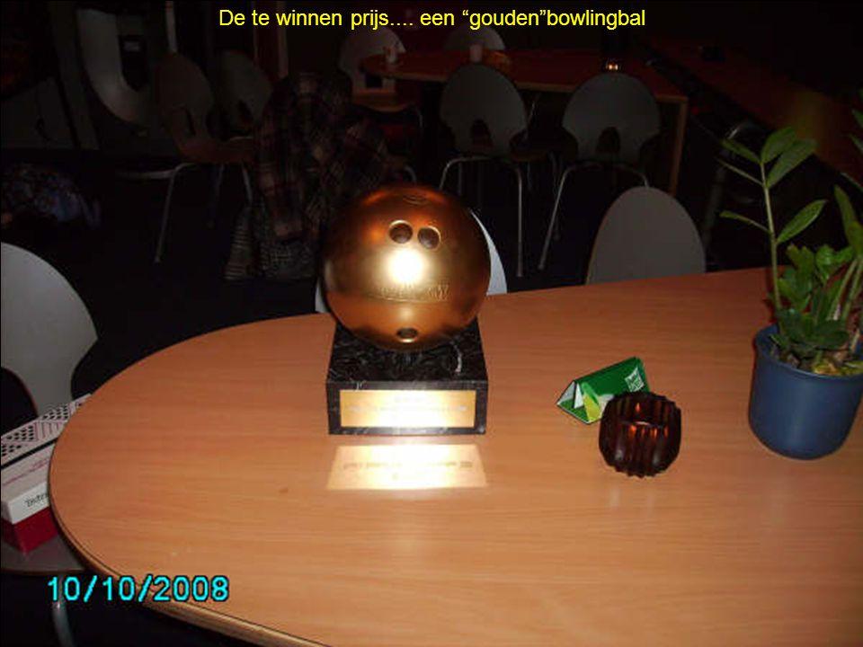 De te winnen prijs.... een gouden bowlingbal