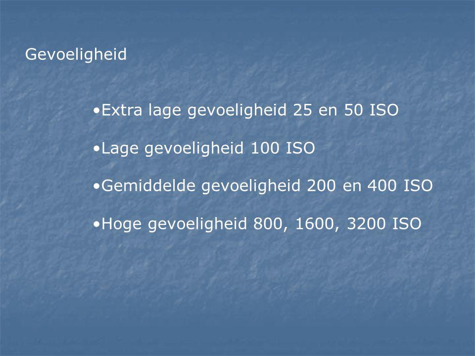 Gevoeligheid Extra lage gevoeligheid 25 en 50 ISO. Lage gevoeligheid 100 ISO. Gemiddelde gevoeligheid 200 en 400 ISO.