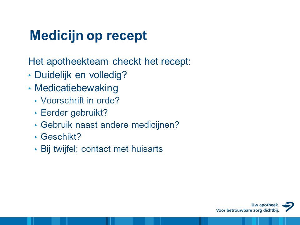 Medicijn op recept Het apotheekteam checkt het recept: