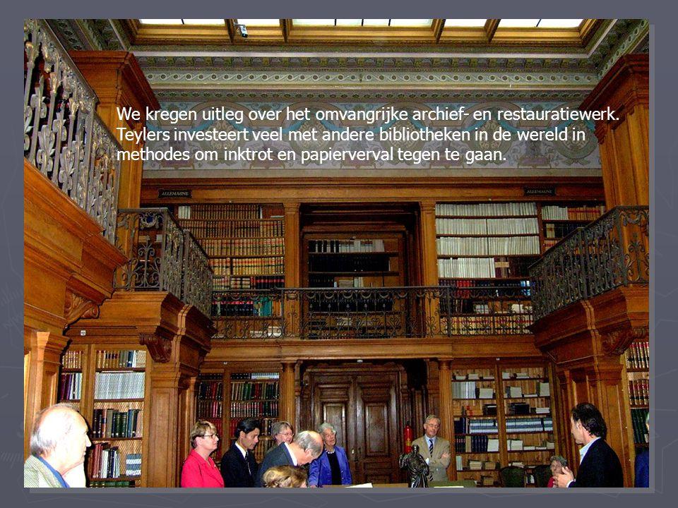 We kregen uitleg over het omvangrijke archief- en restauratiewerk.