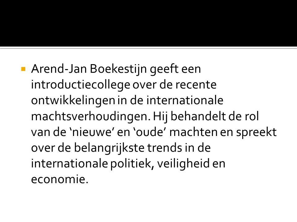 Arend-Jan Boekestijn geeft een introductiecollege over de recente ontwikkelingen in de internationale machtsverhoudingen.