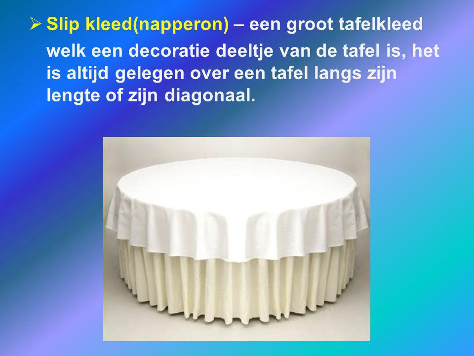 Slip kleed(napperon) – een groot tafelkleed