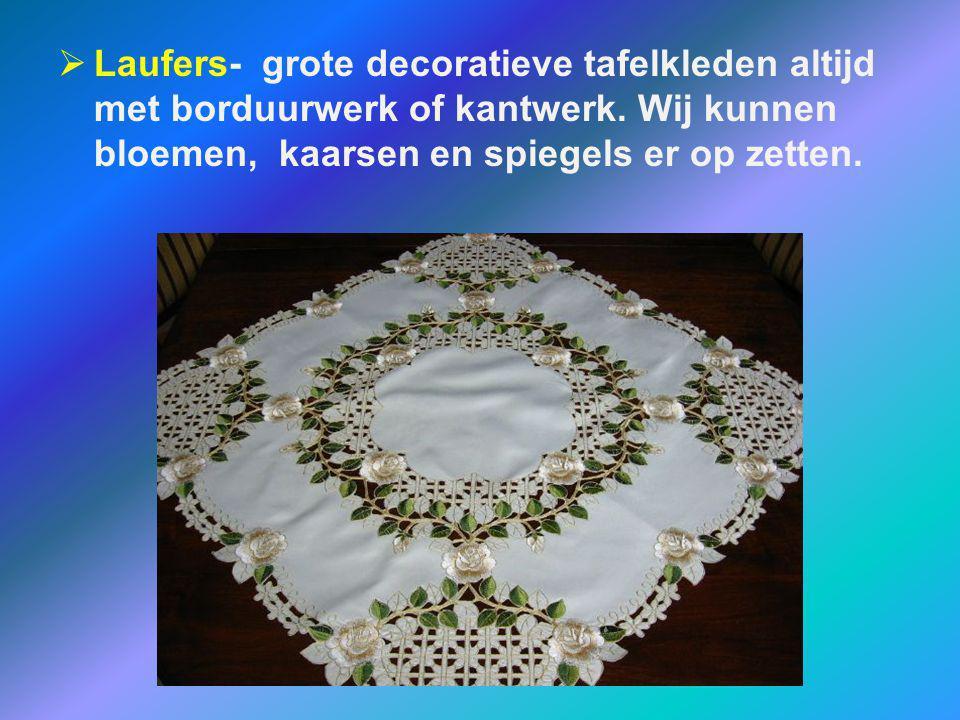 Laufers- grote decoratieve tafelkleden altijd met borduurwerk of kantwerk.