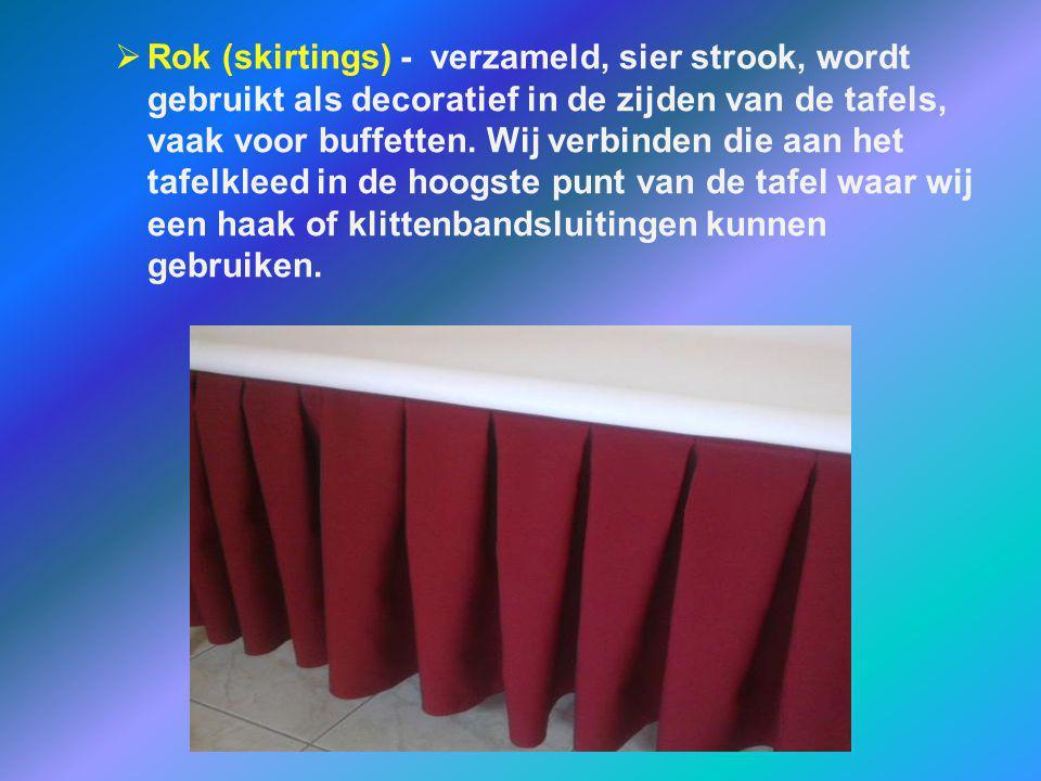 Rok (skirtings) - verzameld, sier strook, wordt gebruikt als decoratief in de zijden van de tafels, vaak voor buffetten.