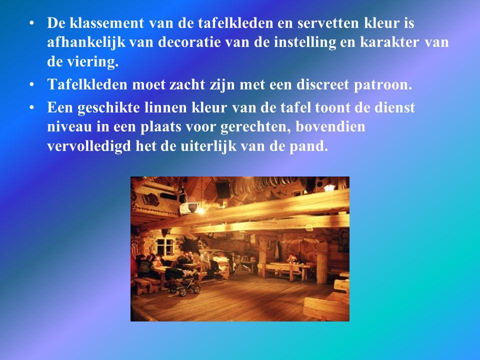 De klassement van de tafelkleden en servetten kleur is afhankelijk van decoratie van de instelling en karakter van de viering.
