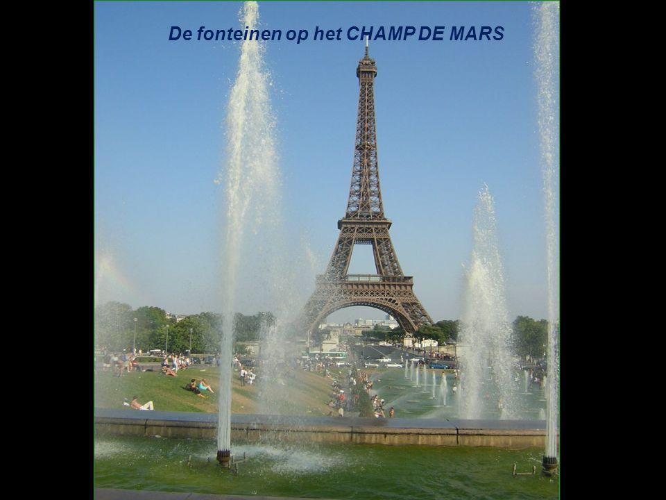 De fonteinen op het CHAMP DE MARS