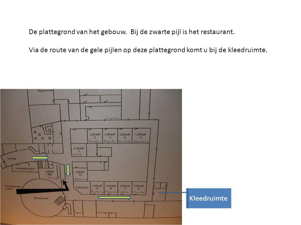 De plattegrond van het gebouw. Bij de zwarte pijl is het restaurant.