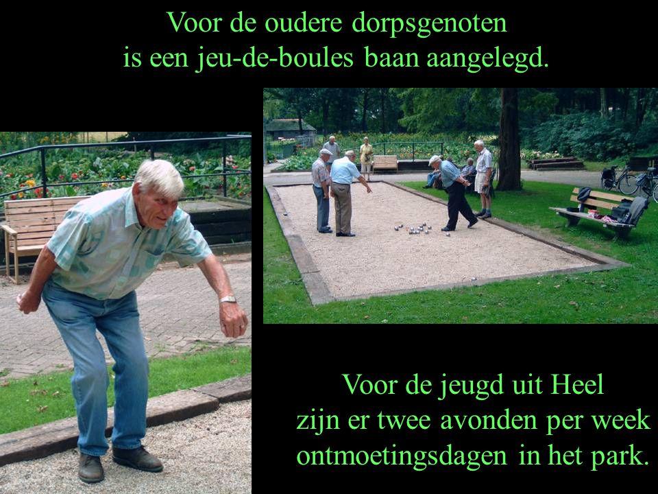 Voor de oudere dorpsgenoten is een jeu-de-boules baan aangelegd.