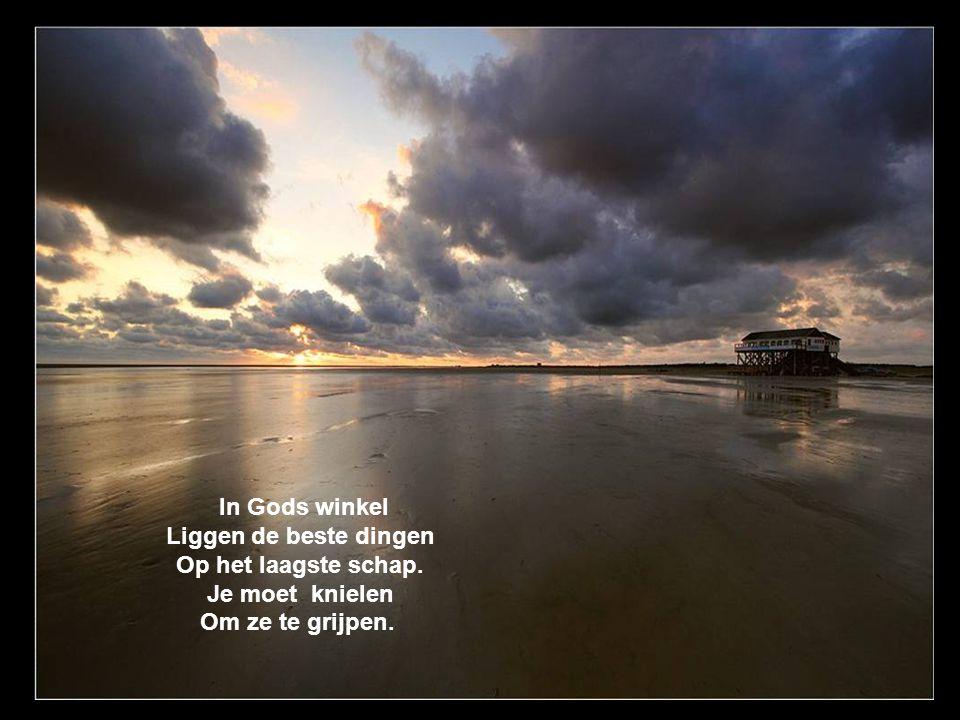 In Gods winkel Liggen de beste dingen Op het laagste schap. Je moet knielen Om ze te grijpen.