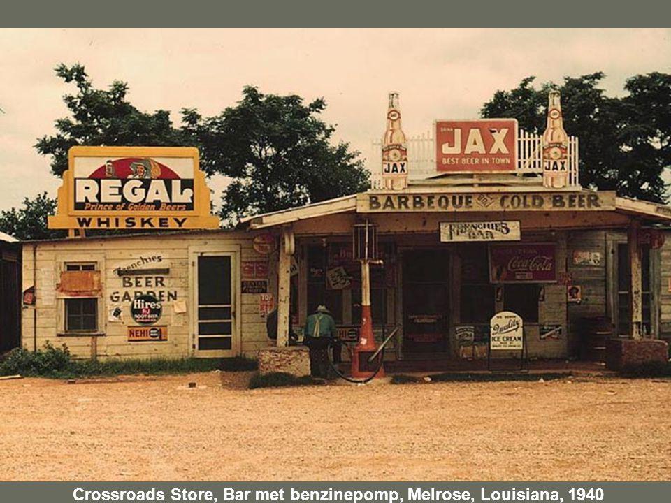 Crossroads Store, Bar met benzinepomp, Melrose, Louisiana, 1940