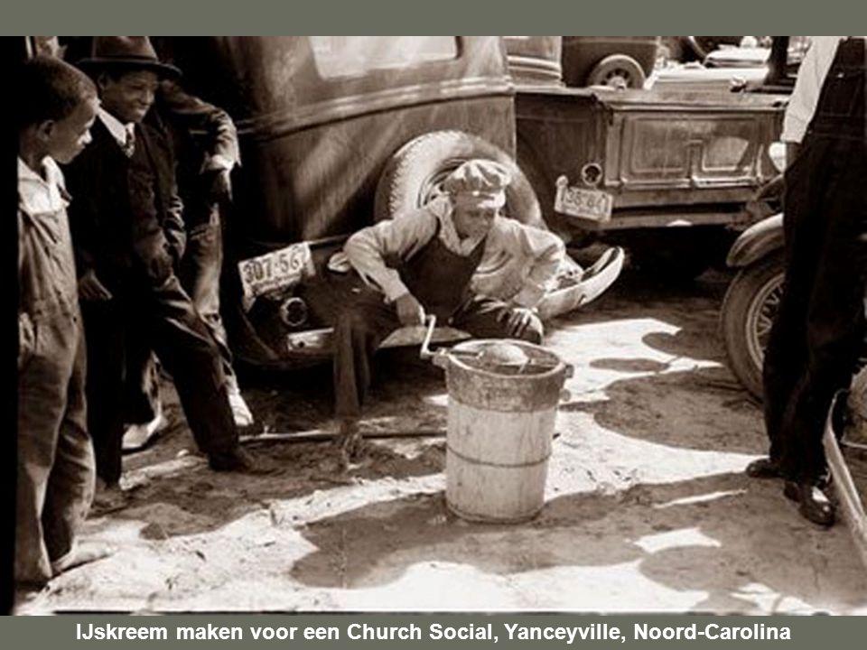 IJskreem maken voor een Church Social, Yanceyville, Noord-Carolina