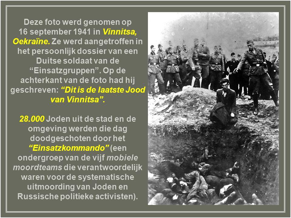 Deze foto werd genomen op 16 september 1941 in Vinnitsa, Oekraïne