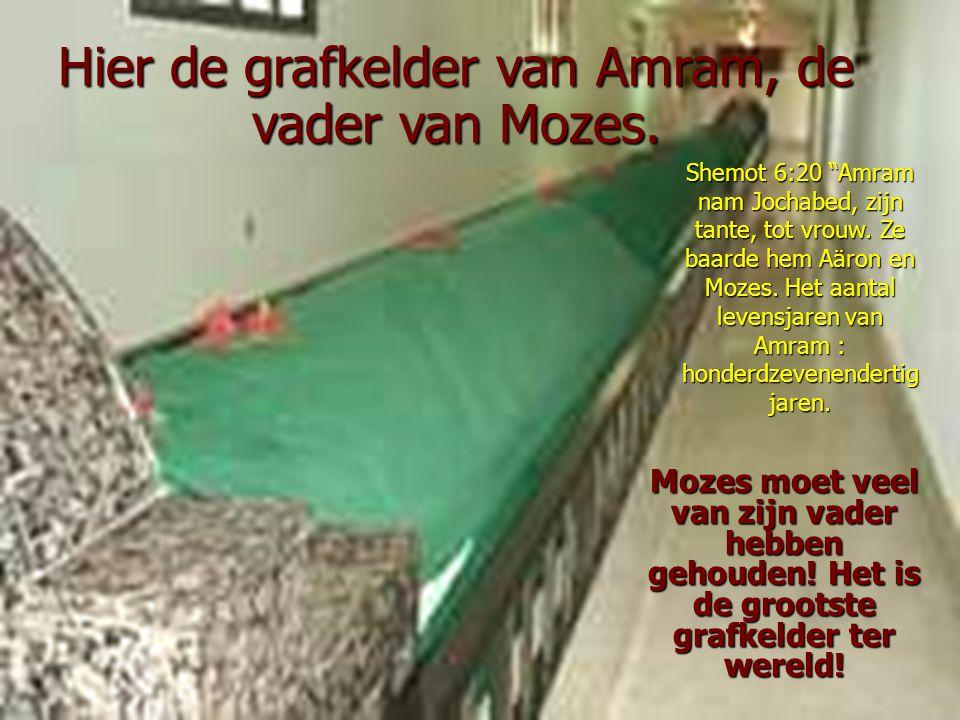 Hier de grafkelder van Amram, de vader van Mozes.