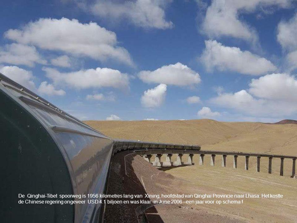 De Qinghai-Tibet spoorweg is 1956 kilometres lang van Xining, hoofdstad van Qinghai Provincie naar Lhasa.
