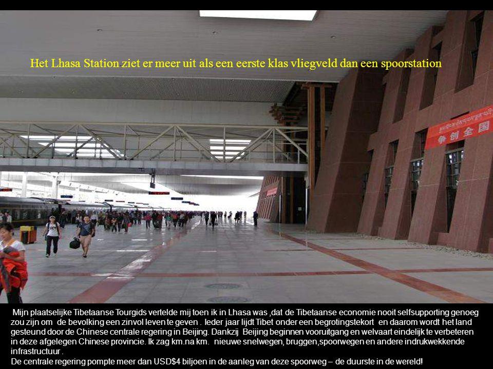 Het Lhasa Station ziet er meer uit als een eerste klas vliegveld dan een spoorstation