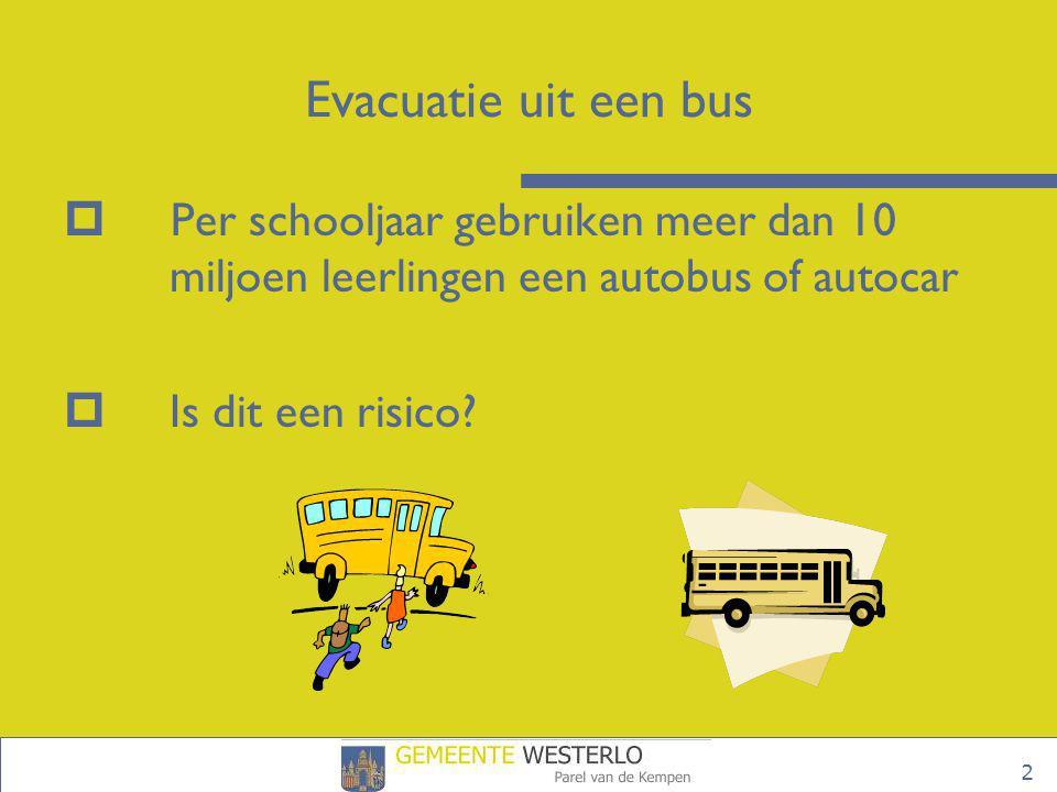 Evacuatie uit een bus Per schooljaar gebruiken meer dan 10 miljoen leerlingen een autobus of autocar.