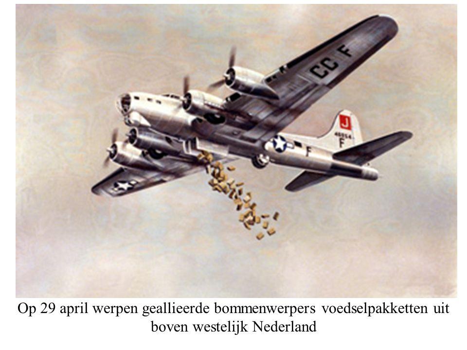 Op 29 april werpen geallieerde bommenwerpers voedselpakketten uit boven westelijk Nederland