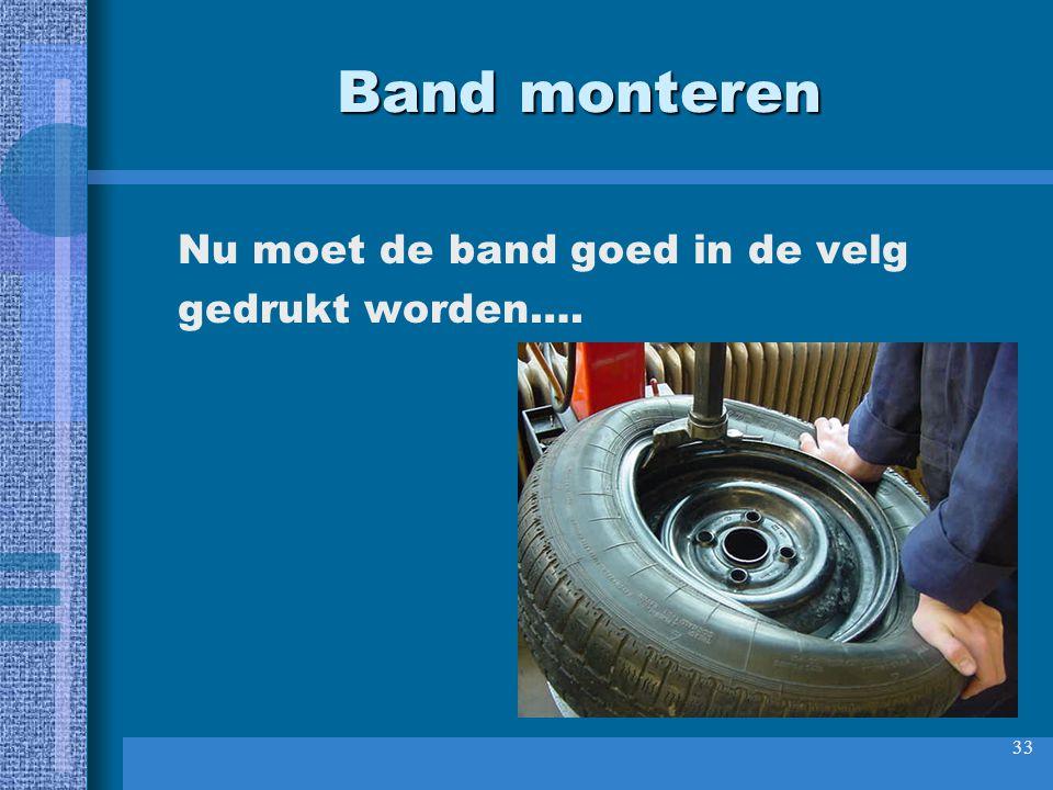 Band monteren Nu moet de band goed in de velg gedrukt worden….